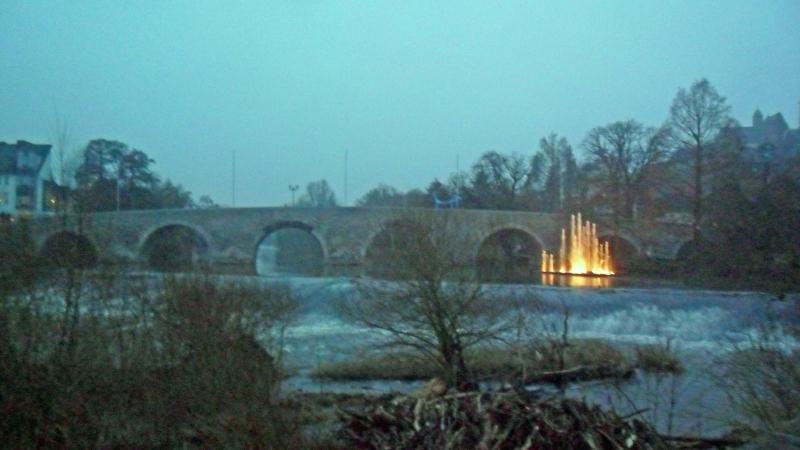 Springbrunnen, Steinerne Brücke und Dom