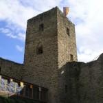 Der Bergfried von Burg Freienfels ist auf diese Wandertour natürlich nicht so nah - aber schön ist das Bild trotzdem. Foto: Wikipedia. gemeinfrei