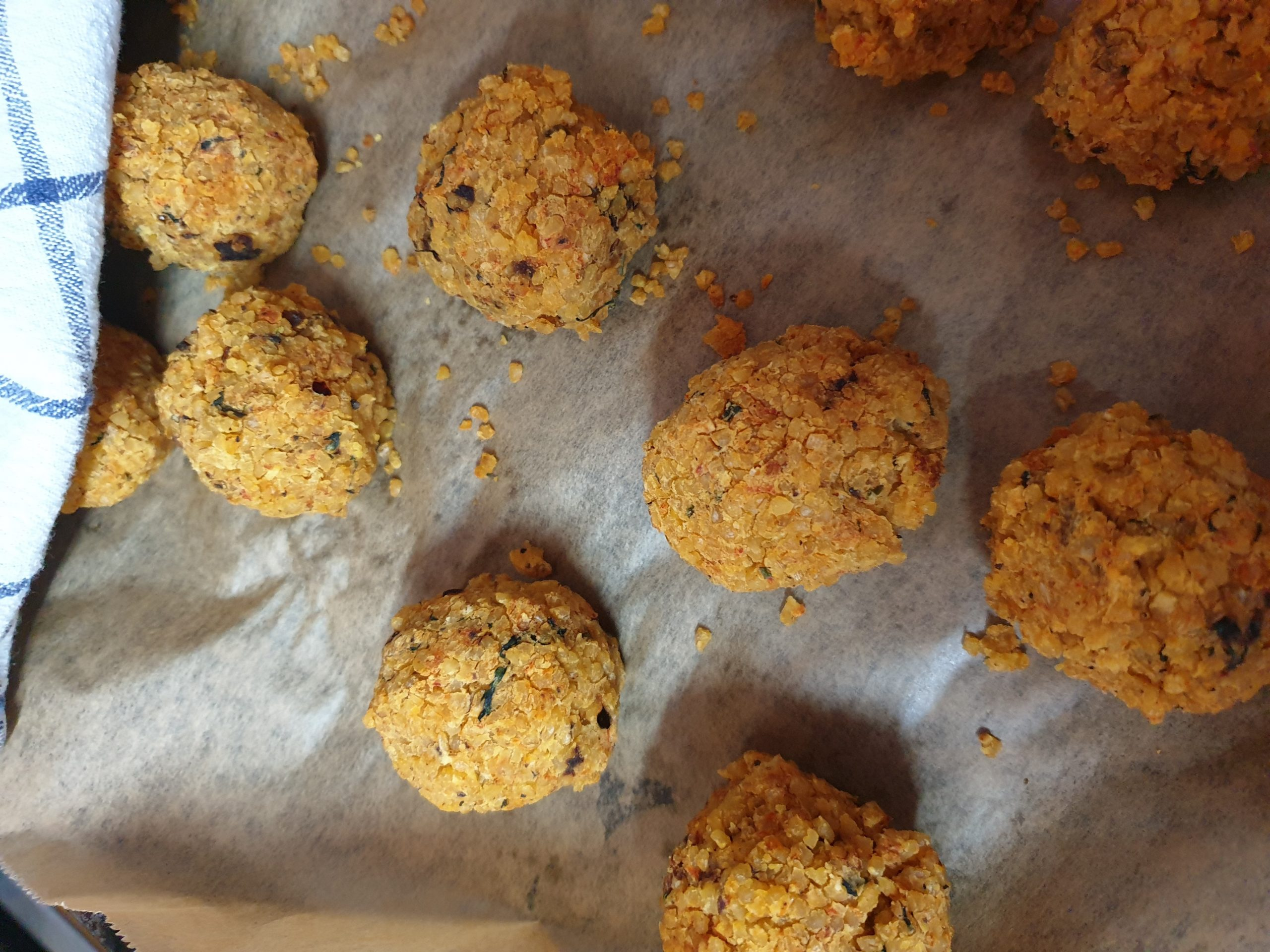 Wander-Küche: Gelbe Linsenbällchen mit Kräuterdip